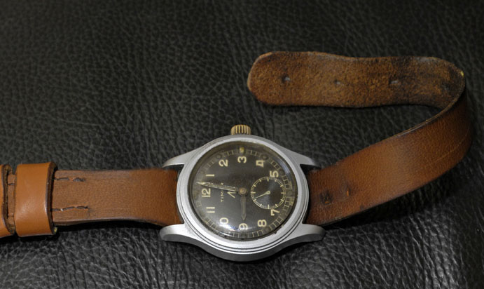Name:  810094d1346638456-would-love-see-some-your-ww1-ww2-watches-how-you-dress-them-timor-leather5-cop.jpg Views: 225 Size:  87.5 KB