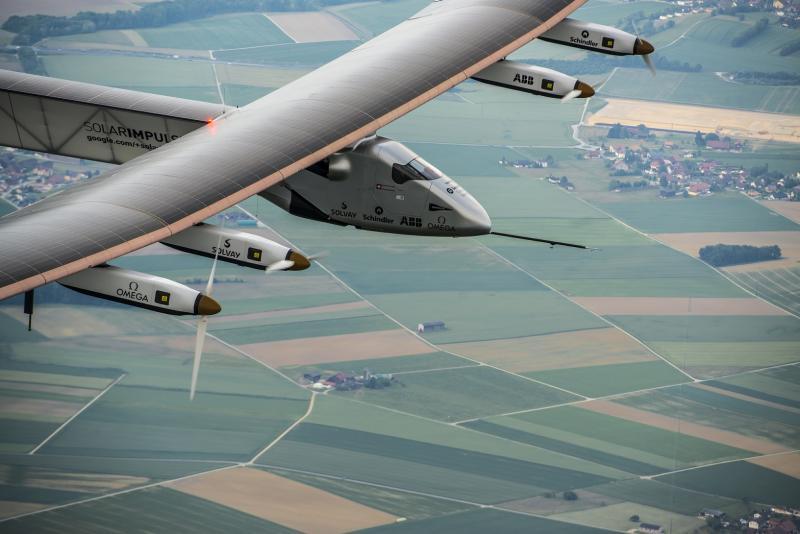 Name:  2014_06_02_First_Flight_of_Solar_Impulse_2_Copyright_Jean__Revillard.jpg Views: 17 Size:  52.4 KB