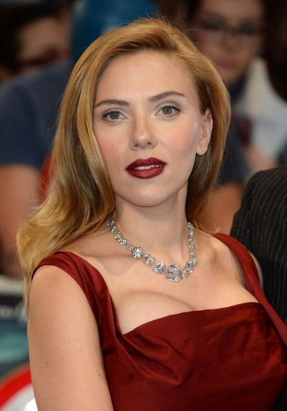 Name:  Scarlett-Johansson-at-the-Captain-America-Premiere-in-London.jpg Views: 83 Size:  47.0 KB