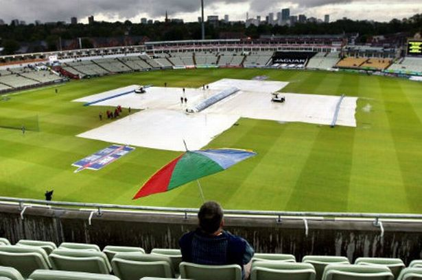 Name:  a-lonely-england-fan-waiting-for-rrain-to-start-at-edgbaston-387623603.jpg Views: 50 Size:  47.4 KB