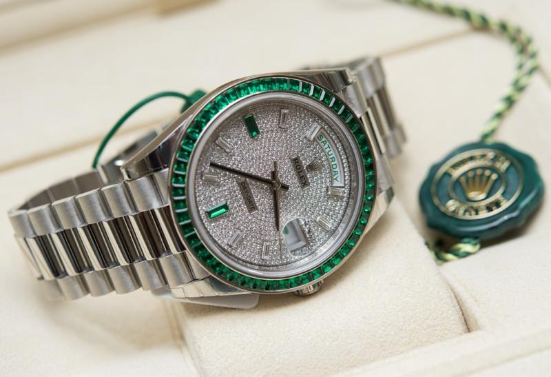 Name:  Rolex-Day-Date-40-Platinum-228396-Green-Emerald-Bezel-aBlogtoWatch-5.jpg Views: 59 Size:  58.3 KB